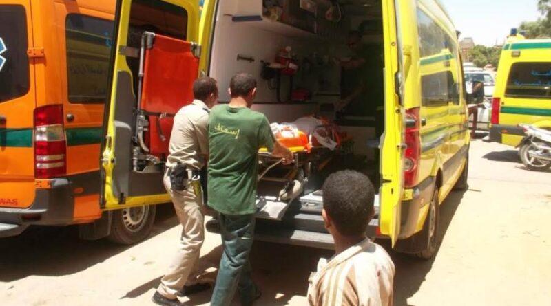 إصابة 4 أشخاص خلال حادث انقلاب سيارة أجرة بطريق الصداقة بأسوان